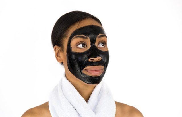 Schwarze-Maske-gegen-Mitesser